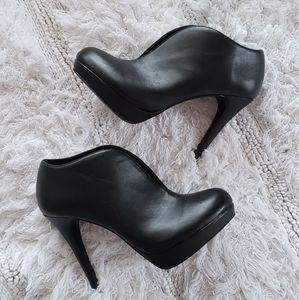 AUDREY BROOKE Ankle Booties